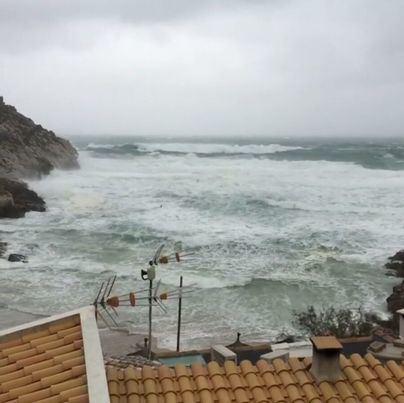 El temporal deja incomunicada Menorca por vía marítima