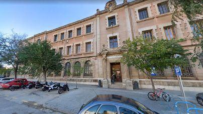 La UIB traslada al profesor condenado por coacciones a un despacho en Sa Riera