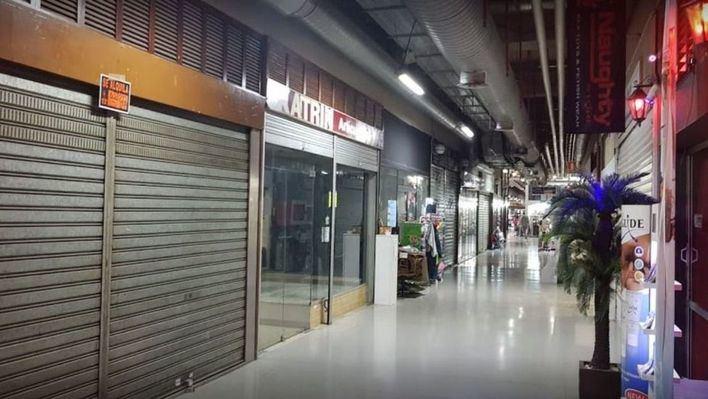 El PP acusa a Hila de poner en peligro 24 empleos por el desahucio del Eroski de Plaza Mayor