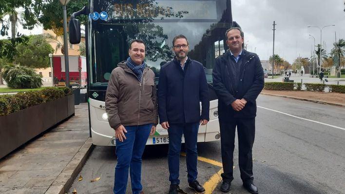 La EMT presenta el primero de los autobuses articulados de 18 metros que circularán por Palma