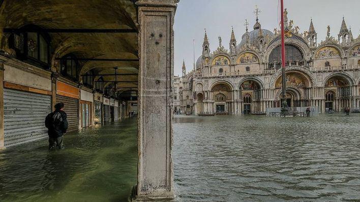 Venecia cierra la plaza de San Marcos a causa de las inundaciones