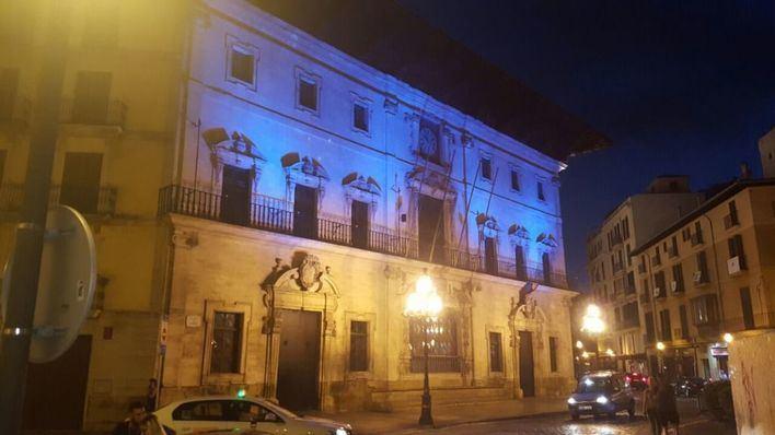 La fachada de Cort se ilumina este domingo de morado