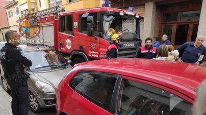 Rescatan a una niña encerrada en el interior de un coche en Palma