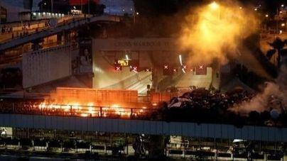 La Universidad de Hong Kong, en llamas tras la intervención policial