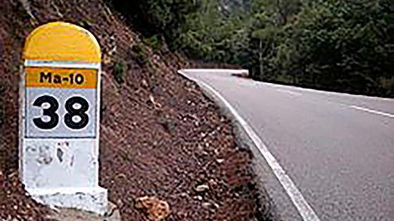 La caída de un muro afecta a la circulación en la carretera Puigpunyent-Esporles