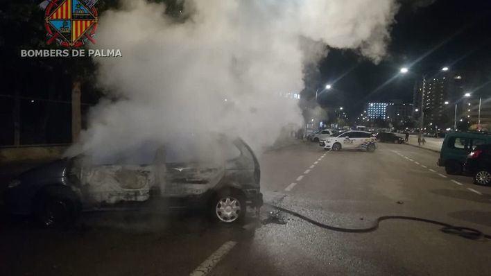 Alarma en Playa de Palma por el incendio de un coche
