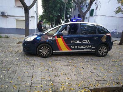 Detenida una mujer en Palma por mostrar en la calle sus pechos a menores de edad