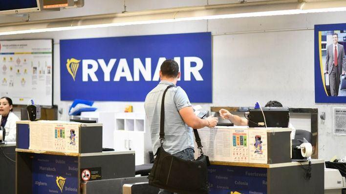 Un juez obliga a Ryanair a no cobrar por llevar equipaje de mano