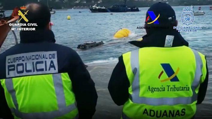 "Interceptan en Galicia el primer ""narcosubmarino"" detectado en Europa con tres toneladas de cocaína"