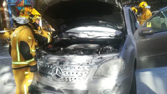Arde un coche en la calle Aragón de Palma