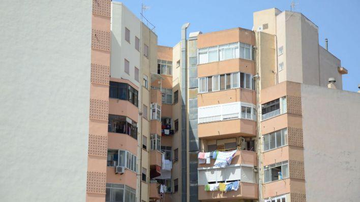 El Parlament pide construir nuevas viviendas en zonas donde haya más dificultad de acceso