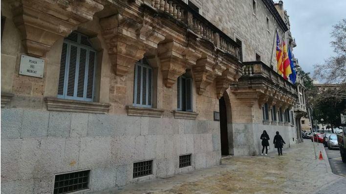 Fiscalía pide 5 años de cárcel para un acusado de abusar de una menor en un hotel