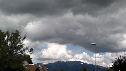 Cielos nubosos y alguna precipitación ocasional en Baleares este domingo