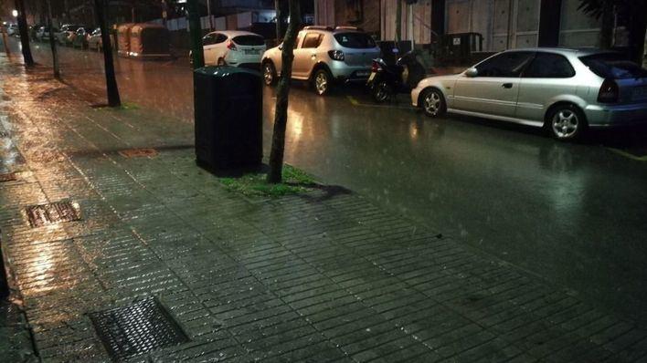 La semana arranca con fuertes lluvias y vientos que ponen en aviso a Baleares