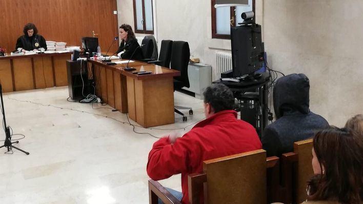 Seis meses de cárcel para dos guardias civiles por robar 8.000 euros a un diplomático saudí en Ibiza