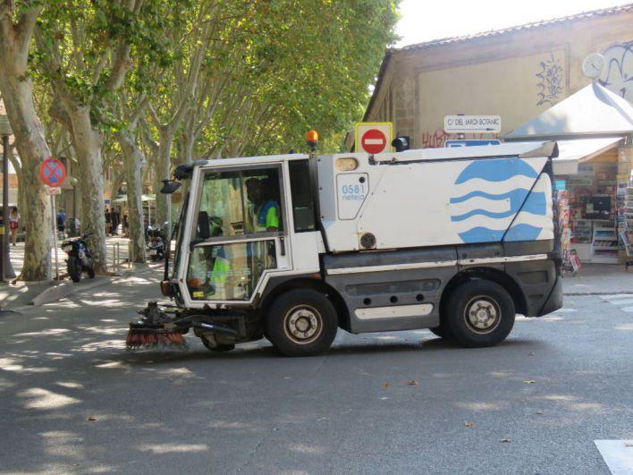 Un vehículo de Emaya atropella a una anciana en es Rafal