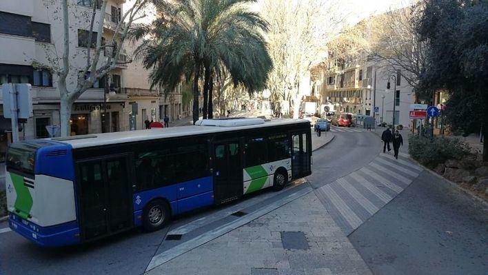 El PP acusa a Cort de eliminar tres paradas de la EMT que afecta al fomento del transporte público