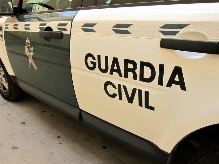 Complicado rescate a un hombre que cayó al mar en Cala Tarida en Ibiza
