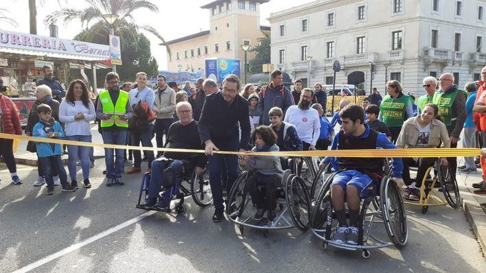 Medio centenar de personas participan en la I Marcha 'Milla Accessible'