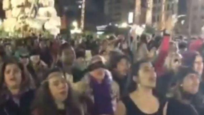 Centenares de mujeres se suman en Palma al movimiento 'El violador eres tú'