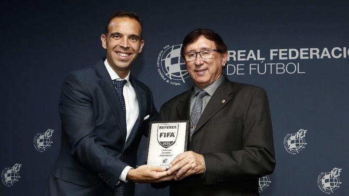 El árbitro balear Guillermo Cuadra Fernández, galardonado por la FIFA