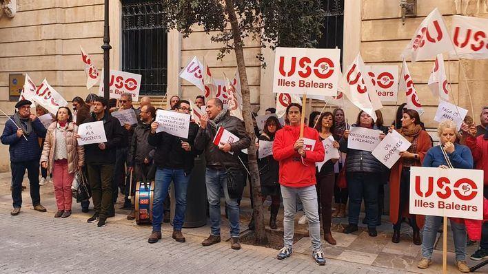 Los docentes de la concertada reivindican mejoras laborales frente al Parlament