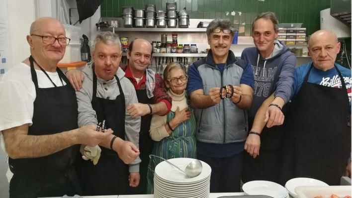 Pulseras policiales a un euro para ayudar a los más desfavorecidos de Palma