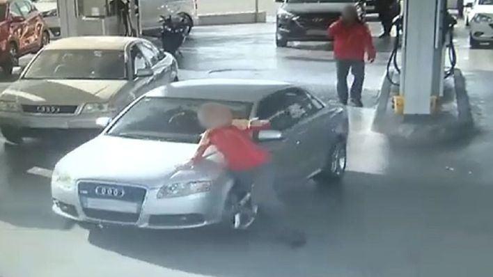 Golpea con su coche a la dependienta de una gasolinera en Palma al huir sin pagar