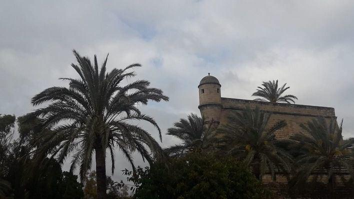 Jornada de cielo gris y poca lluvia en Baleares