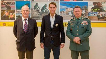 Rafa Nadal recibe la Cruz de Plata al mérito de la Guardia Civil