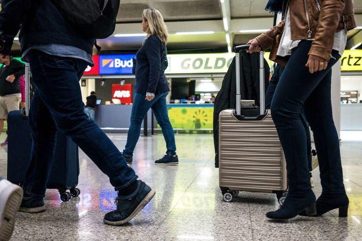 Más de 30.000 pasajeros pasan este martes por Son Sant Joan