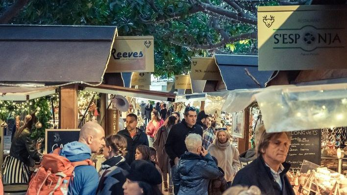 Masiva afluencia de público a la tradicional Christmas Market de Puerto Portals
