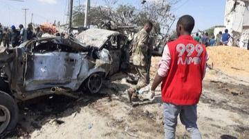 Al menos 94 muertos y un centenar de heridos al explotar un coche bomba en Somalia