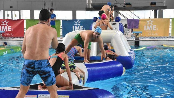 Más de un millar de personas se apuntan a la gran fiesta acuática de Navidad del IME