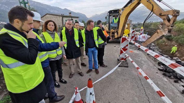 Reabierta la carretera Sóller-Fornalux afectada por el desprendimiento de un muro