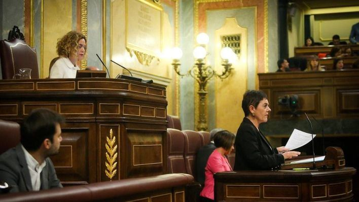 La portavoz de Bildu incendia el Congreso con sus críticas al Rey