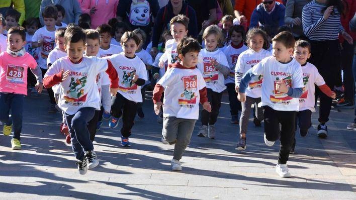 Un millar de niños participan en la 'Cursa Infantil de Reis'