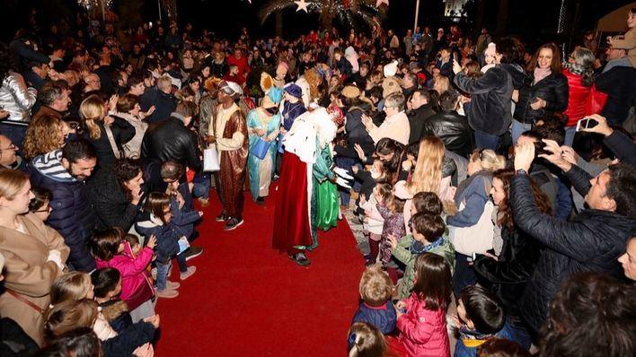 Calurosa recepción a los Reyes Magos en Puerto Portals