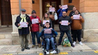Stop Deshaucios recoge firmas para exigir una alternativa para Óscar Kacper
