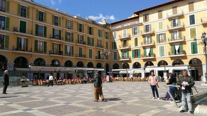Los residentes de plaza Mayor, a la espera de dos nuevos parkings públicos