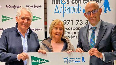 El presidente de Aspanob, Jaime Coll, la gerente, Eulalia Rubio y el director de Relaciones Institucionales de El Corte Inglés en Mallorca, Antonio Sánchez.