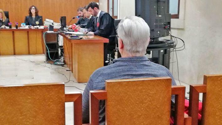 Un acusado de abusar de la hija menor de su ex dice que es