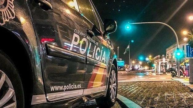 Muere un hombre por disparos de un policía al que apuñaló en el cuello