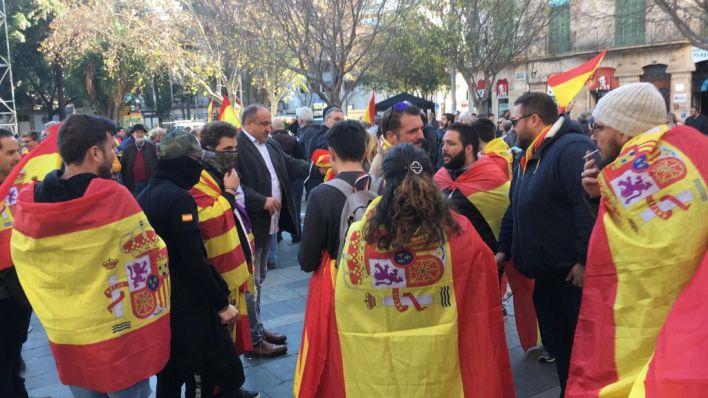 Más de un millar de personas toman las calles de Palma por la unidad de España