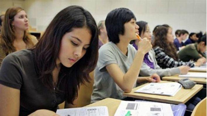 Directores de centros educativos piden revertir los recortes de asignaciones