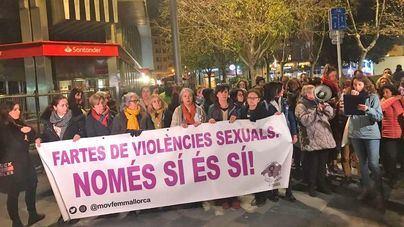 """Decenas de personas salen a la calle contra la """"manada"""" de Palma"""