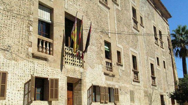 Los animalistas denunciarán al Ayuntamiento de Pollença si se utiliza un gallo vivo en Sant Antoni