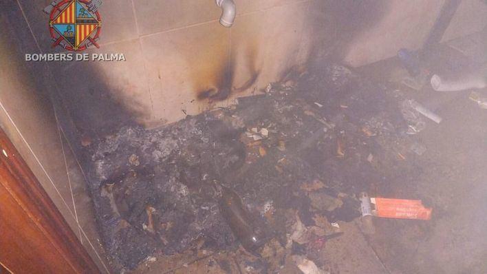 Alarma en la calle Aragón por el incendio en una planta baja