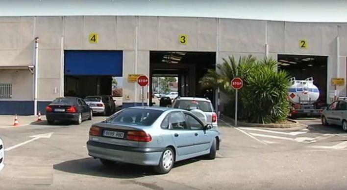 La autoescuelas plantean pasar la ITV en Valencia para evitar los retrasos de Mallorca