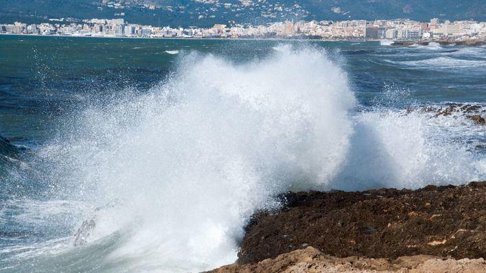 La borrasca Gloria amenaza Sant Sebastià con lluvia, viento, tormentas y mala mar
